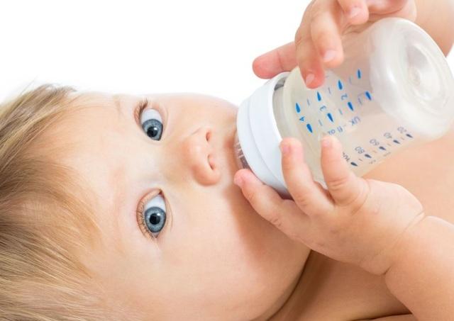 Аллергия на смесь: как проявляется и что делать?