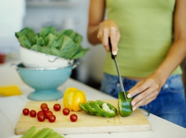 Повышенный аппетит перед месячными : причины и контроль