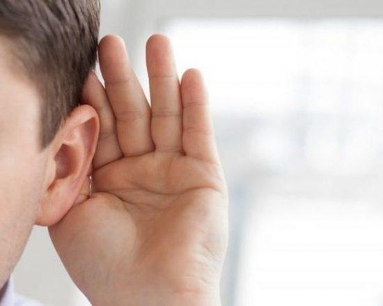 Почему заложило ухо и что делать?