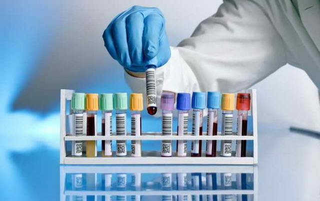 Запах ацетона изо рта : причины, симптомы, диагностика, лечение